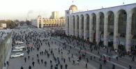 В Бишкеке разогнали акцию протеста сторонников Садыра Жапарова. Между милицией и митингующими произошли столкновения. Как правоохранители оттесняли протестующих, смотрите в видео Sputnik.
