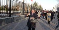 Наверняка вы слышали про разгон крупного митинга в центре Бишкека. Однако вы могли упустить что-то, поэтому мы сделали видео, в котором объяснили все подробно, последовательно и кратко.