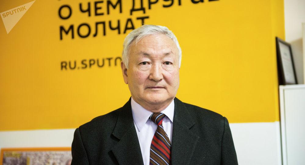 Заместитель председателя союза писателей КР, поэт Керимбек Кадыракунов в редакции Sputnik Кыргызстан