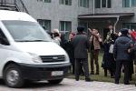 В Первомайском райсуде Бишкека начались предварительные слушания по делу о событиях в Кой-Таше. На процесс привезли главного фигуранта — бывшего президента Алмазбека Атамбаева.