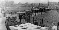 Похороны погибших узников, освобожденного Красной Армией концентрационного лагеря Освенцим. Архивное фото