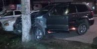 Последствия ДТП на автомобиле Lexus LX470 на улице Боконбаева в Бишкеке