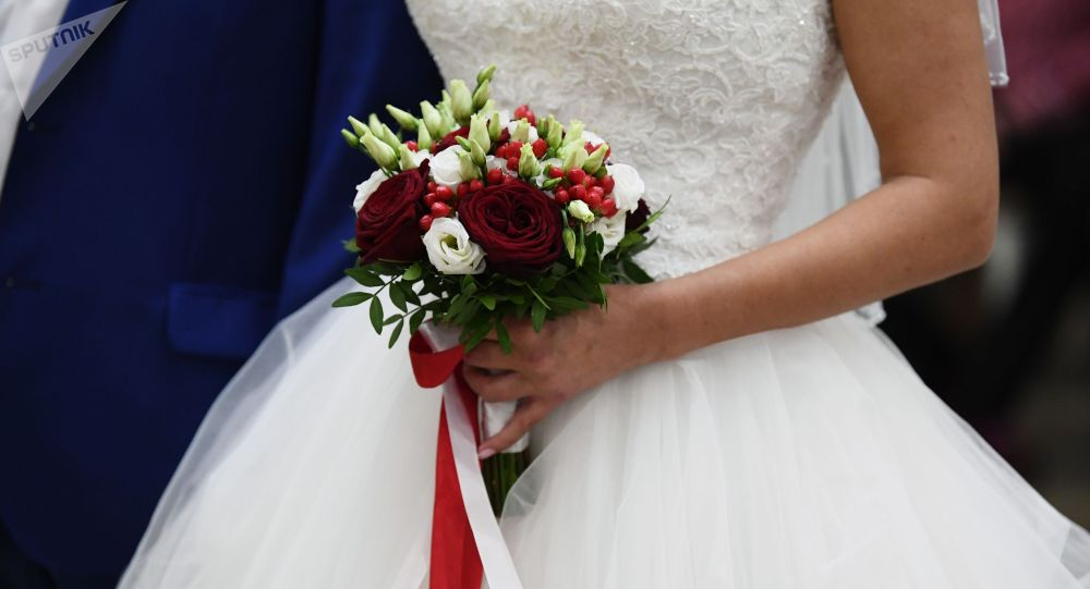 Букет в руках невесты. Архивное фото