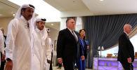 Госсекретарь США Майк Помпео во время встречи с членами афганской делегации талибов и правительством США в Дохе, Катар, 29 февраля 2020 года