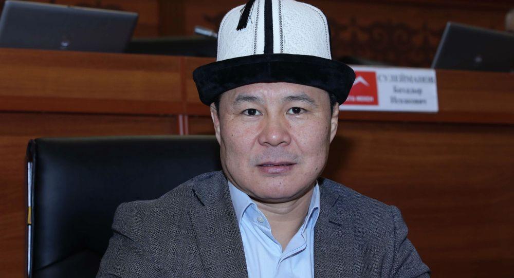 Депутат ЖК Тазабек Икрамов на заседании