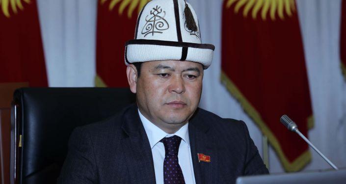 Вице-спикер Жогорку Кенеша Мирлан Бакиров на заседании ЖК