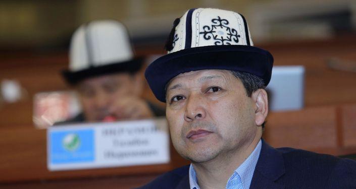 Депутат ЖК Зиядин Жамалдинов на заседании