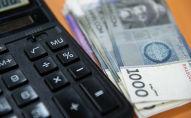 Деньги и калькулятор. Иллюстративное фото