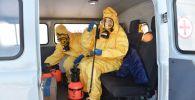 Вирустардан коргоочу костюм кийген медицина кызматкерлери