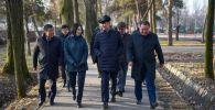Мэр Бишкека Азиз Суракматов ознакомился со строительными работами в нескольких парках и процессом по проложению велодорожек в столице.
