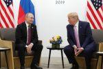 Президент РФ Владимир Путин и президент США Дональд Трампом во время беседы на полях саммита Группы двадцати в Осаке. Архивное фото