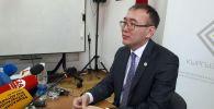 Председатель Национального банка КР Толкунбек Абдыгулов на пресс-конференции о ситуации на валютном рынке
