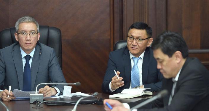 Вице-премьер-министр КР Эркин Асрандиев на очередном заседании Республиканского штаба по реализации мер, направленных на минимизацию влияния последствий от распространения коронавируса на экономическую ситуацию страны