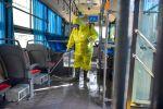 Автобустун салонун дезинфекциялап жаткан мэрия кызматкери