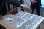 Государственная служба по борьбе с экономическими преступлениями (ГСБЭП, Финпол) представила видео задержания судьи Первомайского районного суда Бишкека с инициалами О. М.