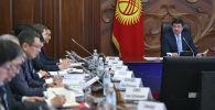 Премьер-министр Мухаммедкалый Абылгазиев на совещании по обсуждению работы двух Республиканских штабов, направленных на минимизацию влияния последствий от распространения коронавирусной инфекции
