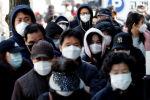 Люди стоят в очереди за медицинскими масками  в ТэгуЮ Южная Коре. 4 марта 2020 года