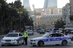 Полицейские машины стоят на улице в Баку. Архивное фото