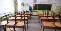 Учитель одной из школ в пустом классе. Архивное фото