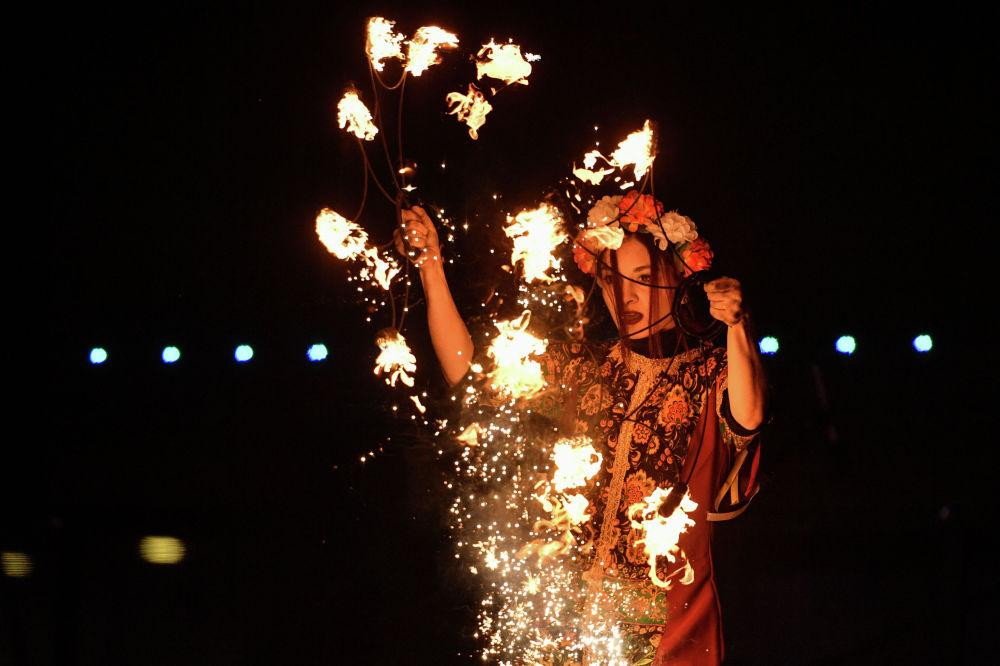 Огненное шоу в рамках фестиваля Ялта - город 8 Марта в Ялте. С 6 по 9 марта в Ялте был организован 4-х дневный фестиваль Ялта - город 8 Марта, приуроченный к празднованию Международного женского дня.
