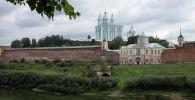 Вид на Соборную гору и крепостную стену Смоленска.