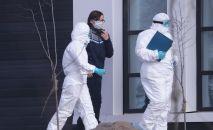 Врачи скорой медицинской помощи доставили пациента с подозрением на коронавирус в больницу в Коммунарке. 14 марта 2020 года
