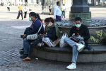 Мадридтин борбордук аянтында туристтер. Архив