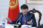 Экс-депутат Жогорку Кенеша от партии Ар-Намыс Анарбек Калматов на заседании фракции