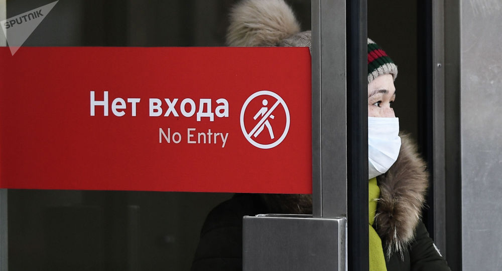 Москва шаарында метродон чыгып жаткан кыз