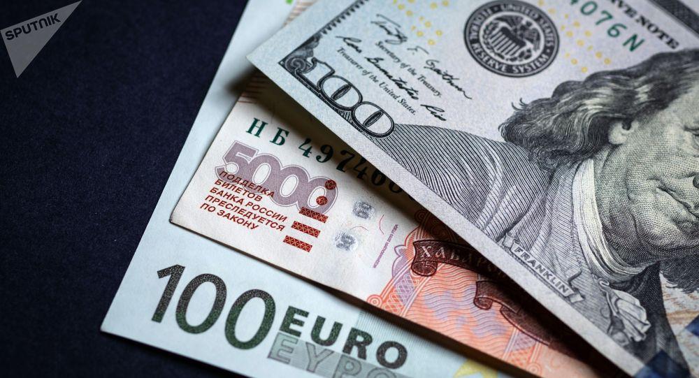 Что с курсом валюты, ценами на бензин и золото в Бишкеке 27 апреля