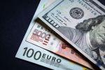Доллар, евро жана рубль купюралары. Архив