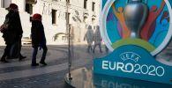 Логотип чемпионата Европы по футболу 2020, установленный в Санкт-Петербурге. Архивное фото