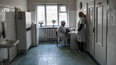 Сотрудники больницы во время работы. Архивное фото