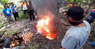 Суракарта (Индонезия) шаарынын бийлиги миңдеген жарганаттарды коронавирус тараткан болушу мүмкүн деген шек менен өрттөп жиберишти. Бул тууралуу Newsflare порталы жазды.