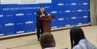 Во время вчерашнего выступления глава Минздрава Космосбек Чолпонбаев сообщил о первых трёх случаях заражения коронавирусом в Кыргызстане.