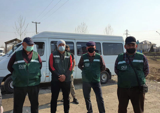 Водители общественного транспорта в медицинских масках в Оше