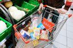 Тележка с продуктами в супермаркете. Архивное фото