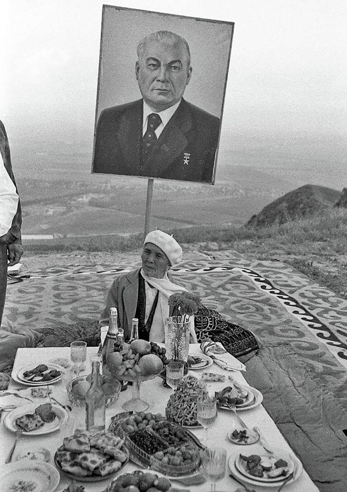 Фудзиямадагы кадыр түн тасмасынан бир көрүнүш, 1988-жыл