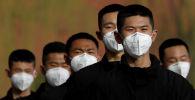Бет кап кийген Пекин полиция кызматкерлери. Архивдик сүрөт