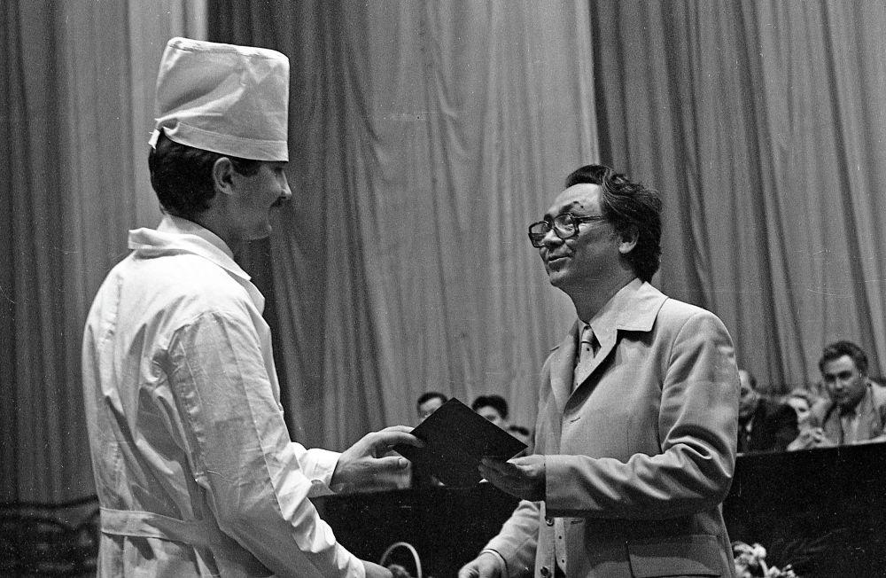 Вручение диплома в КГМИ 22 апреля 1984 года