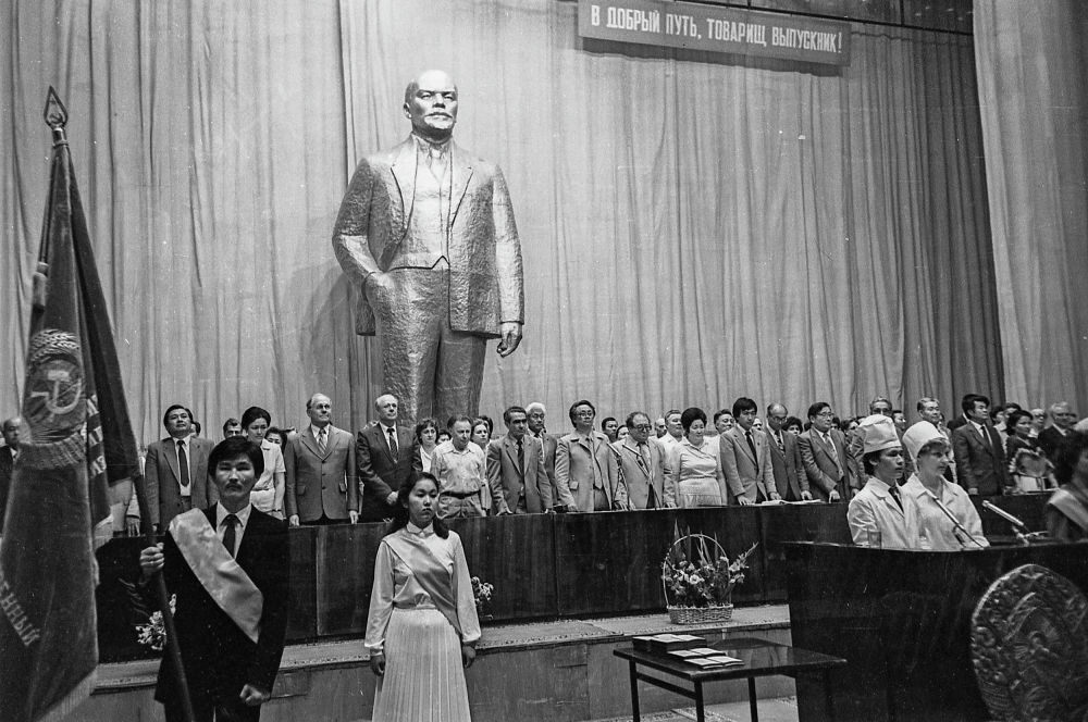 Выпускной в Киргизском государственном мединституте. 22 апреля 1984 года