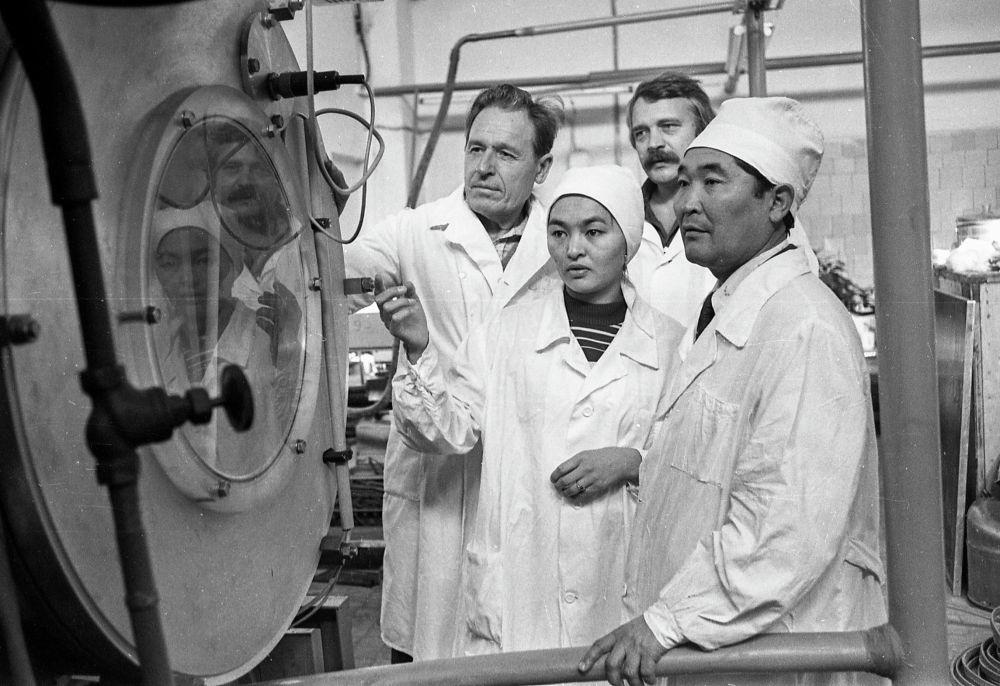 Биолаборатория в Академии наук Киргизской ССР. 12 декабря 1983 года