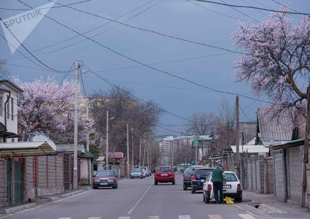 Как выглядят улицы Бишкека с введением режима ЧС