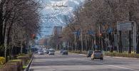 Вид на одну из улиц Бишкека после введения чрезвычайной ситуации из-за коронавируса