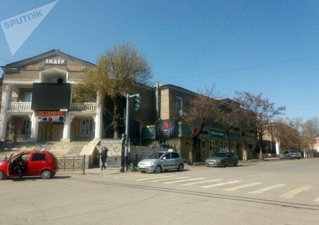 Как выглядят улицы Оша с введением режима ЧС