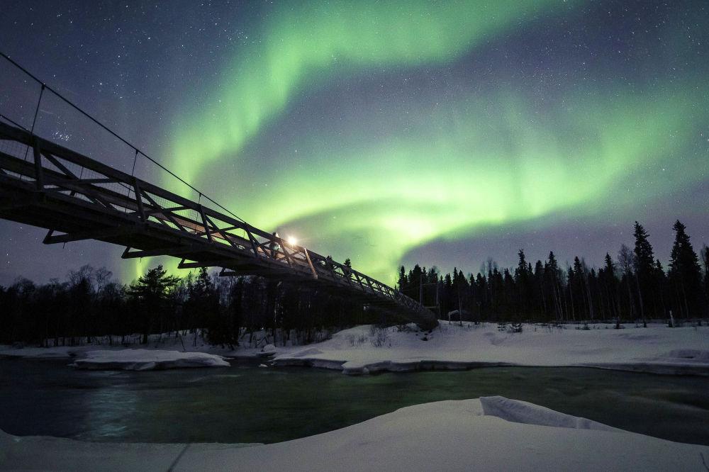 Полярное сияние в небе над Рованиеми, Финляндия, 20 марта 2020 года