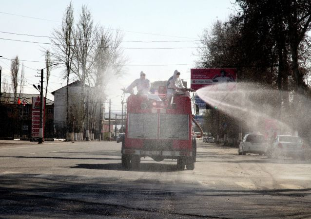 Работа по дезинфекции улиц в городе Ош