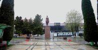 Вид на памятник Курманджан-Датке в Оше. Архивное фото