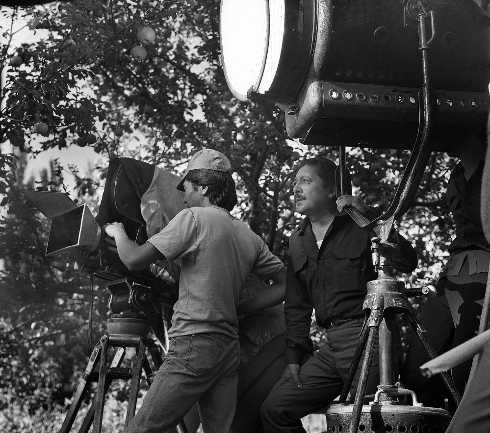 Кыргызский драматург, писатель, сценарист и режиссер Мар Байджиев на съемках фильма