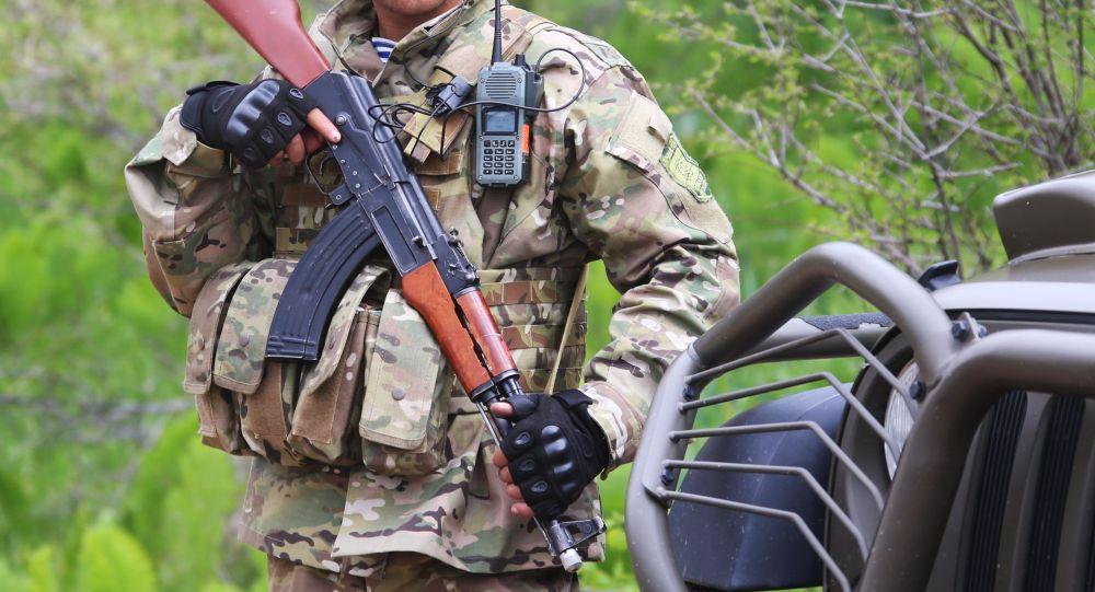 Военнослужащий армии Таджикистана во время совместных учений подразделений военной разведки государств-членов ОДКБ. Архивное фото
